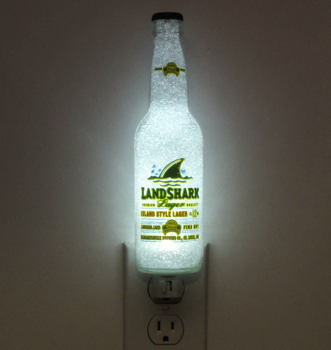 Land Shark Beer Bottle 12oz Night Light Lamp Crystal Glow Bar Man Cave Sign